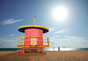 miami beach florida, casa salva-vidas colorida à noite foto