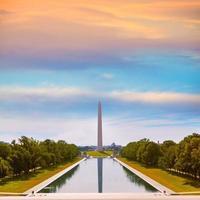 monumento de washington nascer do sol refletindo piscina foto
