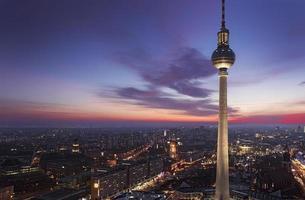 torre de tv de berlim na alexanderplatz foto