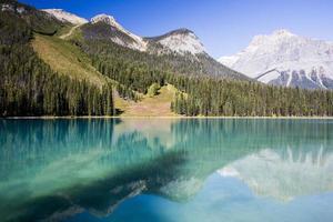 lago esmeralda, parque nacional yoho, colúmbia britânica, canadá