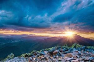 pôr do sol da montanha