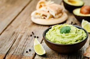 hummus de abacate foto