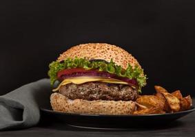 refeição rápida no almoço de hambúrguer fresco