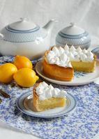 torta de limão com merengue foto