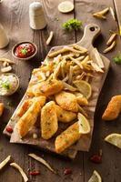 peixe e batatas fritas crocantes