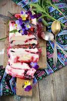 sorvete caseiro com madressilva foto