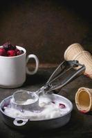 sorvete com frutas foto
