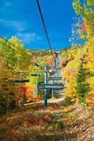 estância de esqui canadense no outono foto
