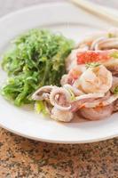 salada de algas marinhas foto