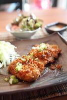 tonkatsu de porco frito