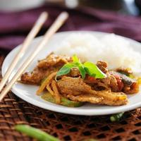 caril de carne de panela tailandesa