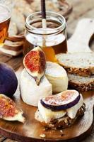 queijo e frutas