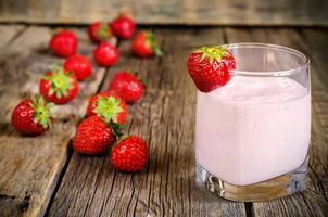 milk-shake de morango com morango