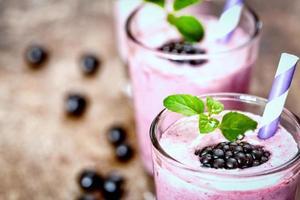 smoothie de amora preta close-up foto