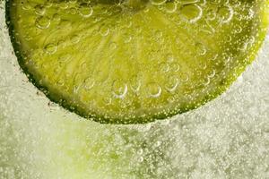 limão nas bolhas foto
