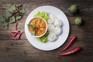 macarrão de farinha de arroz fermentado / kanomjeen