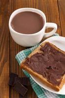 leite com chocolate e cobertura de chocolate foto