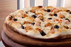 pizza com camarão e mexilhões