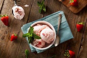 sorvete de morango frio