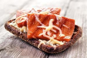 pão de centeio quente foto