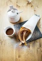 churros com chocolate quente e açúcar foto