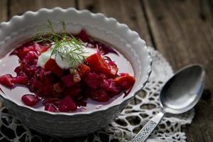 tigela quente de sopa borscht foto