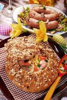 Borsch branco em pão para a Páscoa foto