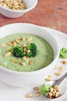 sopa de brócolis e batata foto