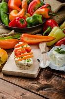 baguete saudável, requeijão com vegetais e ervas foto
