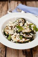 salada de abobrinha grelhada foto