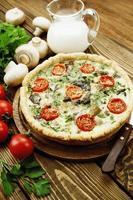kish com cogumelos e tomate cereja