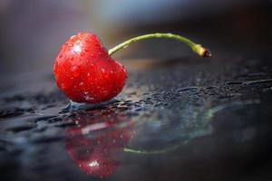 salpicos de cereja, superfície de reflexão, minimalismo foto
