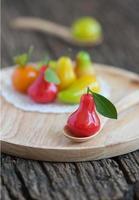 deliciosas frutas de imitação, sobremesa tailandesa, maçã rosa