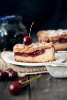torta de cereja deliciosa e fresca foto