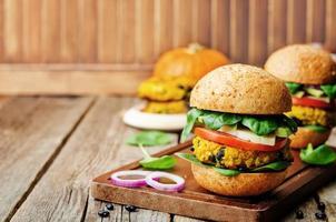 milho vegano feijão preto hambúrgueres de abóbora foto
