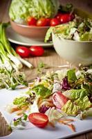 salada de vegetais leve foto