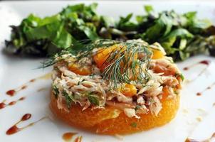 salada de caranguejo laranja foto