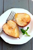 peras e maçãs assadas foto