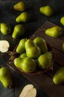 peras de bartlett orgânicas verdes foto