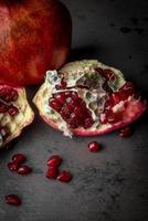 frutas de romã foto