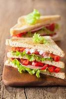 sanduíche com presunto tomate e alface foto
