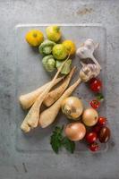 diferentes legumes frescos foto
