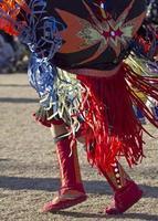 dançarino extravagante do nativo americano foto