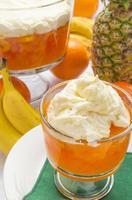 gelatina de abacaxi laranja de porção única foto