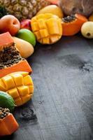 frutas tropicais cruas frescas