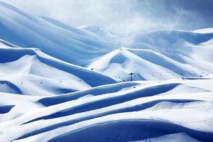 estância de esqui na montanha do inverno