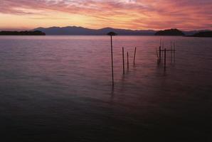 crepúsculo do lago biwa foto