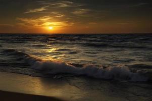 pôr do sol em dunas de indiana foto