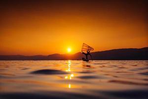 remador de perna pescador de myanmar foto