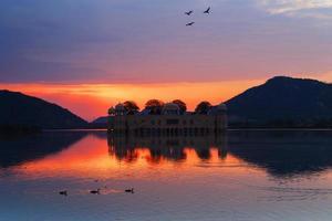 nascer do sol em jal mahal, jaipur, Índia. foto